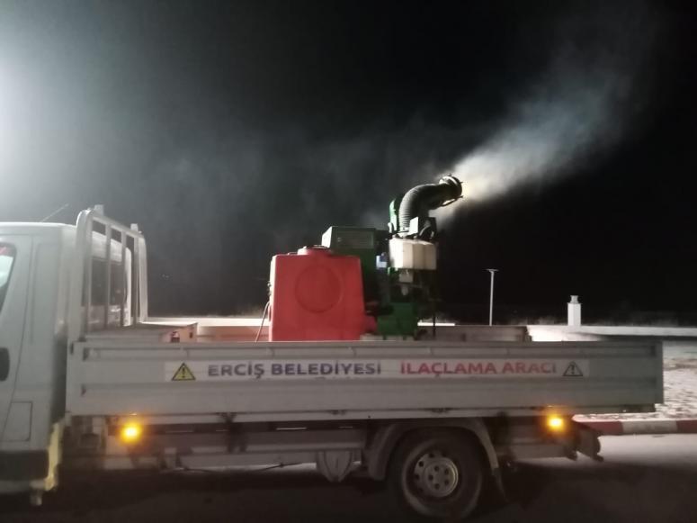 Erciş Belediyesi'nden sineklerle mücadele çalışması