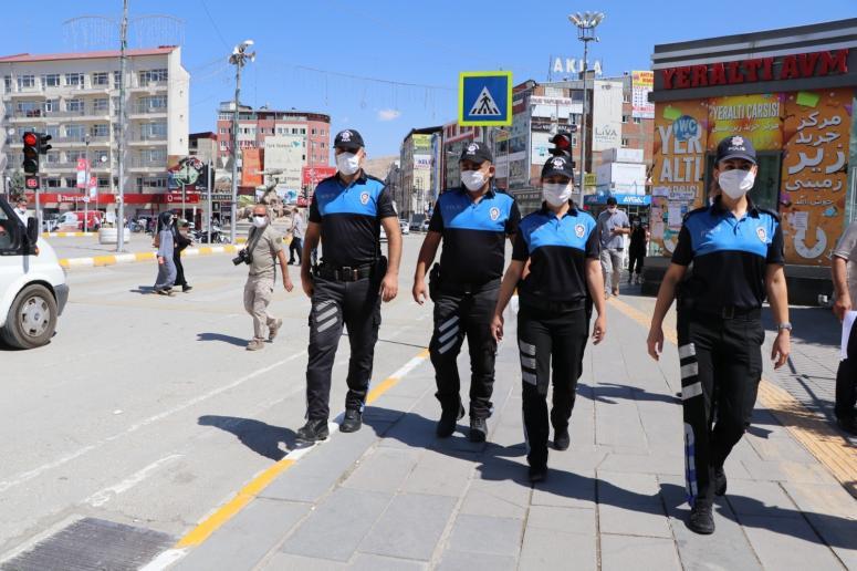 Van polisi işletmeleri denetledi