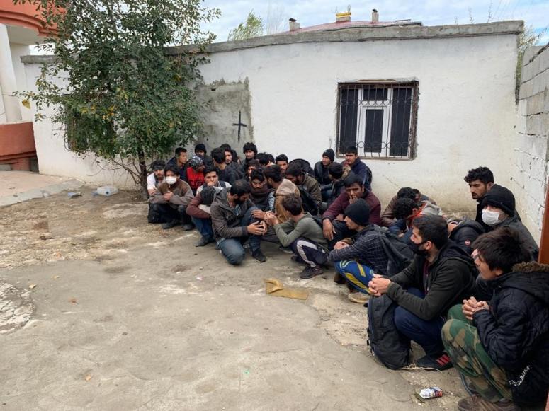 Göçmenleri ölüme sürükleyenler gözaltına alındı
