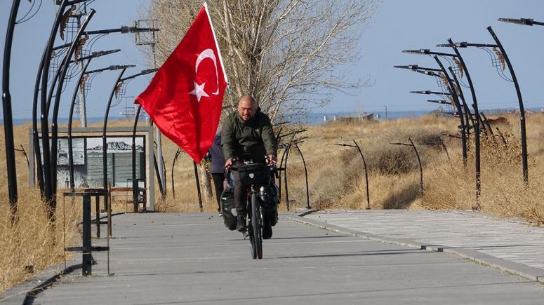 Türkiye'yi tanıtmak için 72 gündür pedal çeviriyor