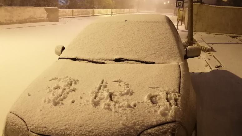 Van merkeze mevsimin ilk karı yağdı