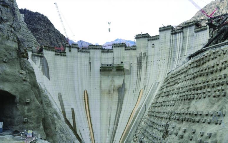 Türkiye'nin en yüksek barajında son düzlüğe girildi