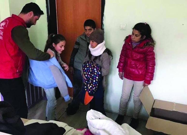 Van'daki öğrencilere kitap ve kışlık kıyafet desteği…