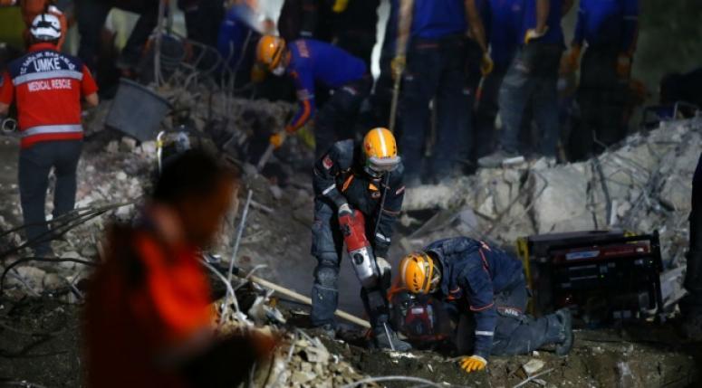 İzmir'deki depremde can kayıpları artıyor