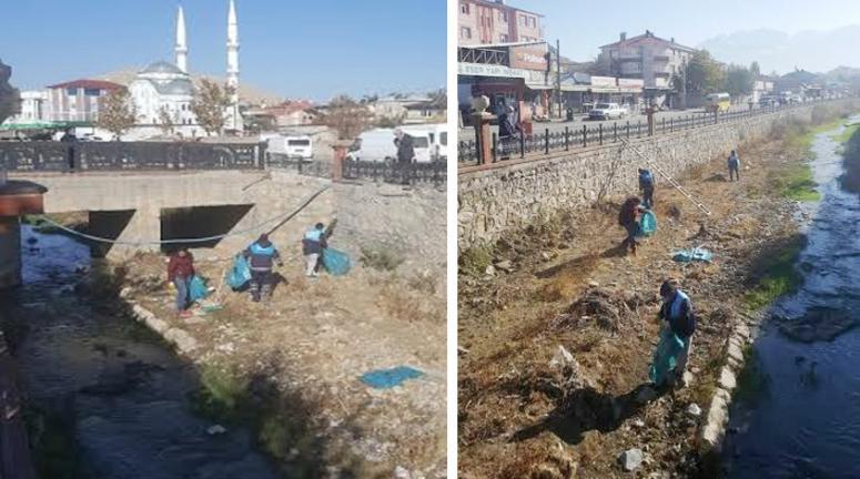 Tuşba Belediyesi Akköprü Deresi'ni temizledi