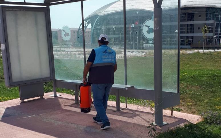 Van'da yolcu durakları dezenfekte edildi