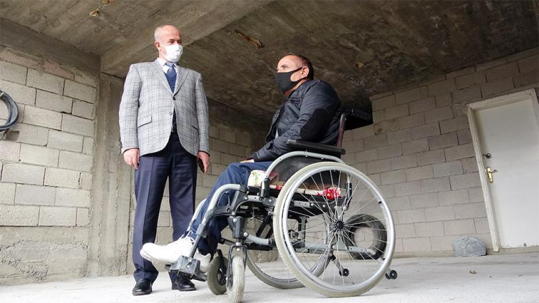 Tuşba Belediyesi'nden, engelli vatandaş için asansör hizmeti...