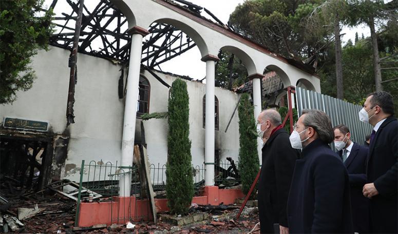 Erdoğan, Vaniköy Camii'nde incelemelerde bulundu