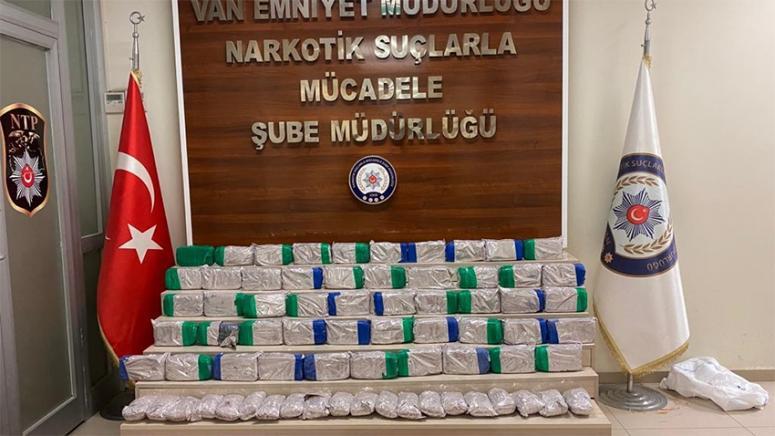 Edremit'te şüpheli kamyonette 61 kilo eroin ele geçirildi