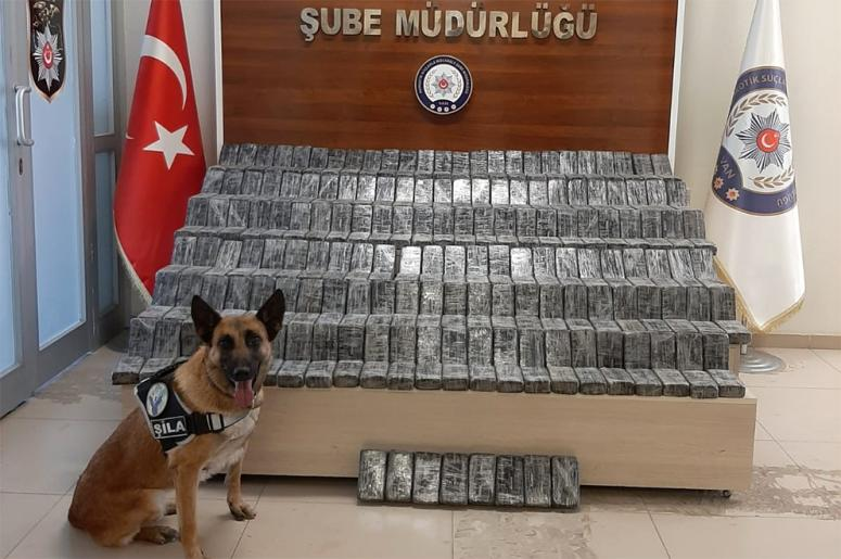 Edremit'te şüpheli araçta 154 kilo eroin ele geçirildi