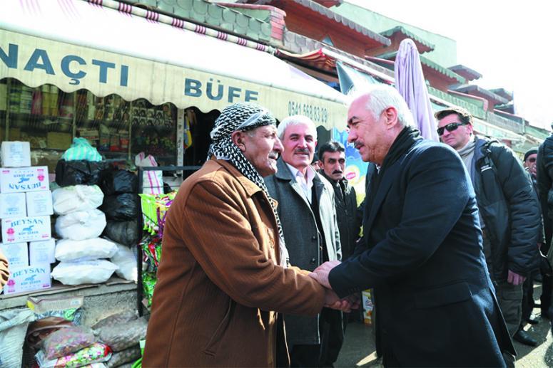 Ersoy, depremden etkilenen Başkale'yi ziyaret etti