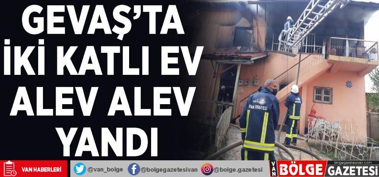 İki katlı ev alev alev yandı
