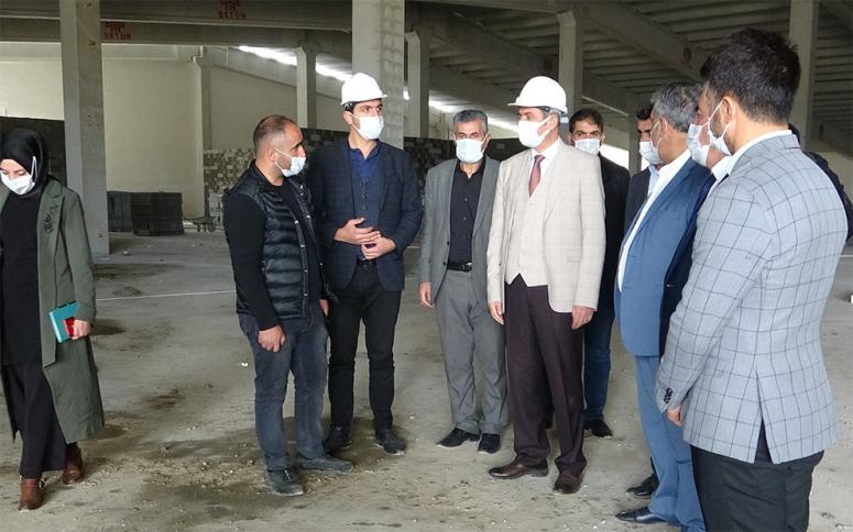 Başkan Tanış, Gürpınar'daki ayakkabı fabrikasını ziyaret etti