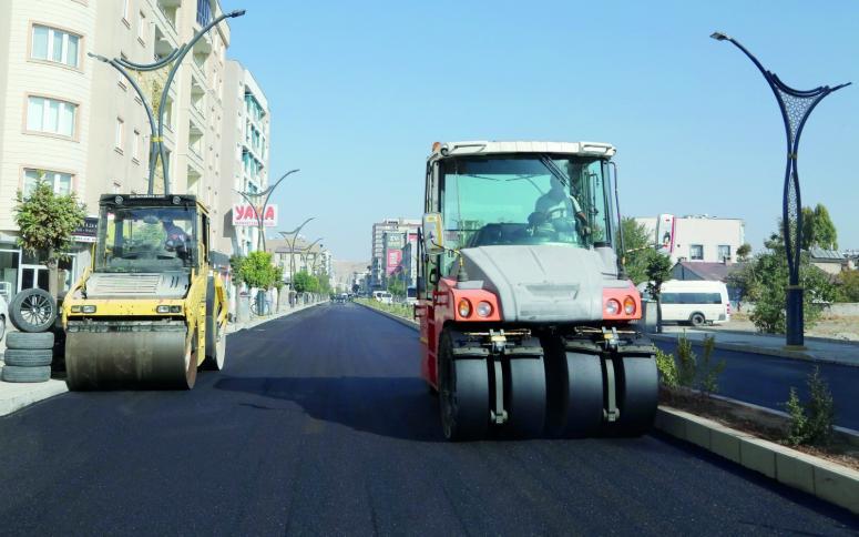Yenilenen Hacıbekir Caddesi asfaltlanıyor