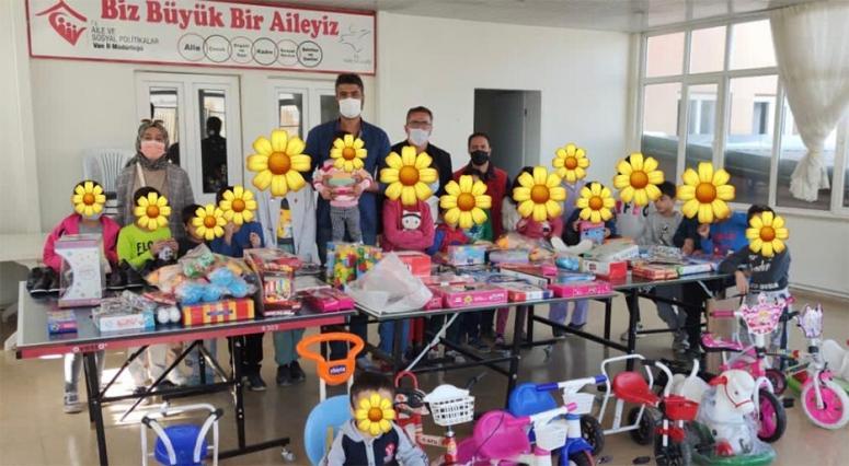 İstanbul'daki gönüllüler Van'daki çocukları sevindirdi