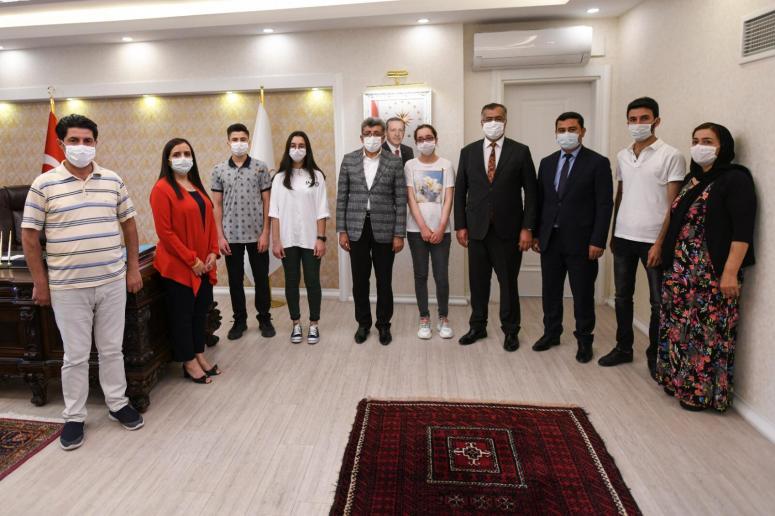 Vali Bilmez, LGS Türkiye Birincilerini ödüllendirdi