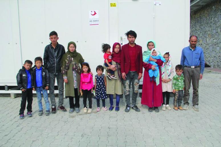 Başkale'de 14 kaçak göçmen yakalandı