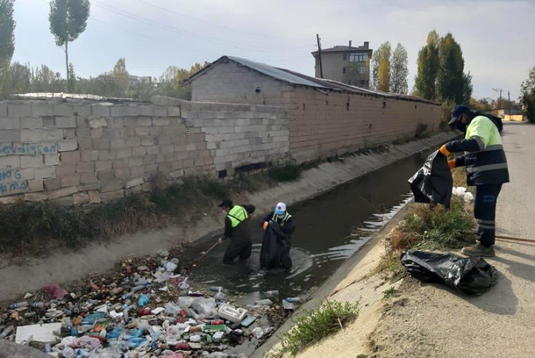 Şamran Kanalı, çöplerden arındırılıyor