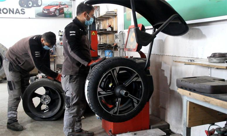 Van'da araç sahipleri kış lastiklerini takmaya başladı