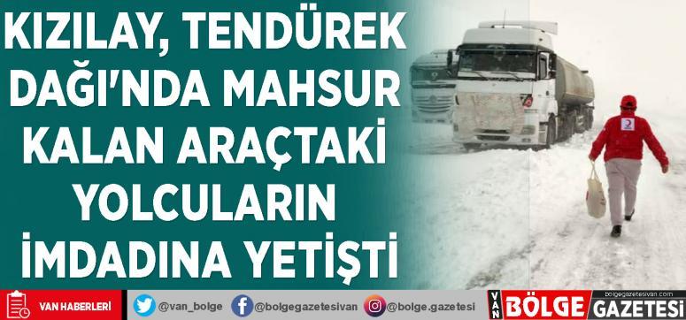 Kızılay, Tendürek Dağı'nda mahsur kalan araçtaki yolcuların imdadına yetişti