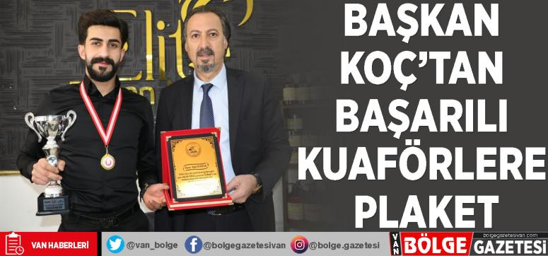 Başkan Koç'tan başarılı kuaförlere plaket