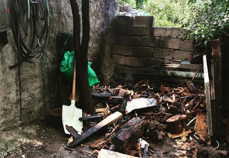 İpekyolu'nda odunluk yangınına itfaiye müdahale etti