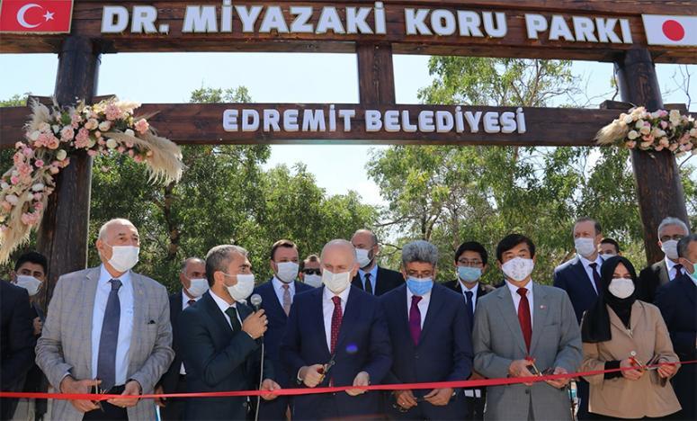 Bakan Karaismailoğlu, Edremit'teki parkın açılışını yaptı