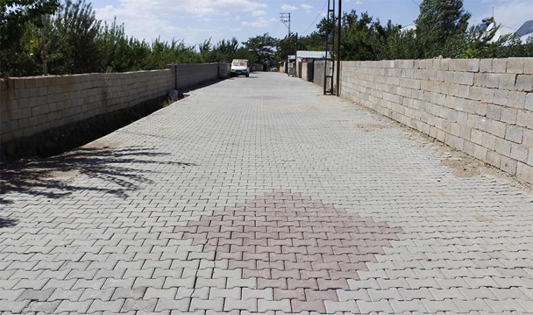 Erciş'te 18 mahallede kilitli parke taşı çalışması...