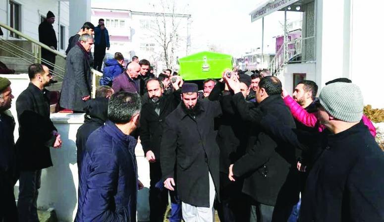 Şevli, hayatını kaybeden üniversite personelinin cenazesine katıldı