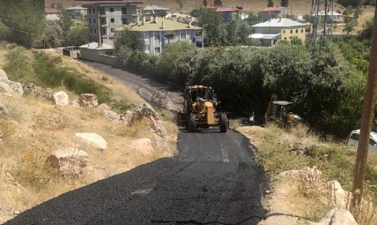 Tuşba'daki yollar sıcak asfalta kavuşuyor