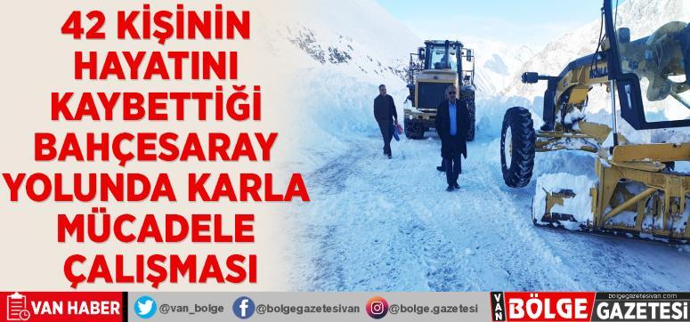 42 kişinin hayatını kaybettiği Bahçesaray yolunda karla mücadele çalışması
