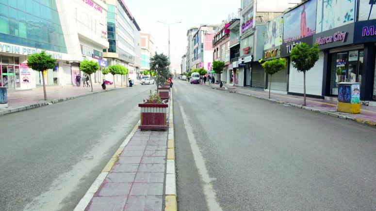 Van'da bazı kişiler sokağa çıkma kısıtlamasından muaf tutuldu