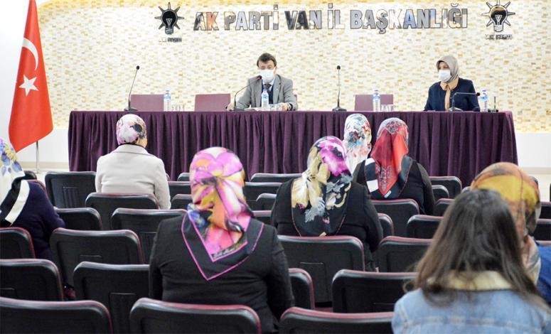 Ak Parti'nin kadın üyelerinden Türkmenoğlu'na ziyaret…