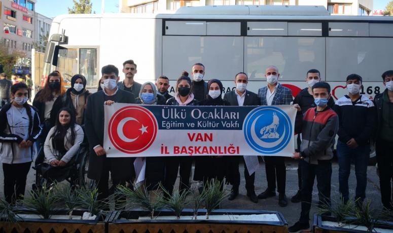 Ülkü Ocakları Van Başkanlığı üyelerinden Kızılay'a kan bağışı