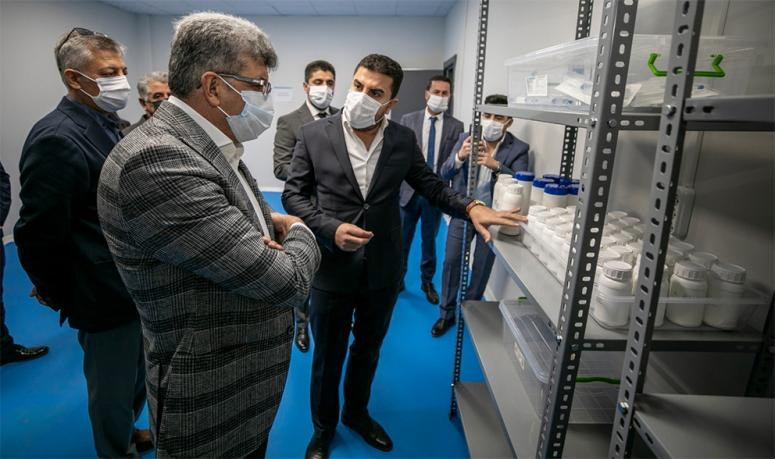 Vali Bilmez'den, tıbbi cihaz ve dezenfektan üreten firmaya ziyaret...
