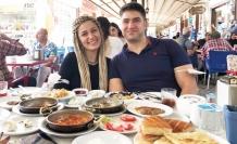 Antalyalı yeni evli çift balayı için Van'ı tercih etti