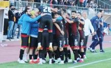 Vanspor'lu Hamza ve Emrah gol krallığı için yarışıyor