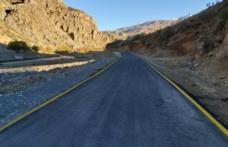 Yenilenen yollarda çizgi ve uyarıcı levha çalışmaları devam ediyor