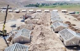 Başkale'de kalıcı konutların yapımı sürüyor