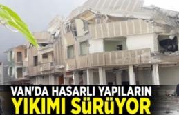 Van'da hasarlı yapıların yıkımı sürüyor