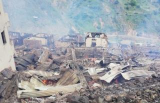 Artvin'de bir köy yandı!