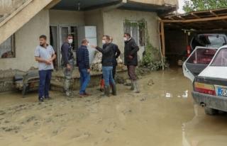 İpekyolu'nun bazı mahallelerinde sel etkili oldu...