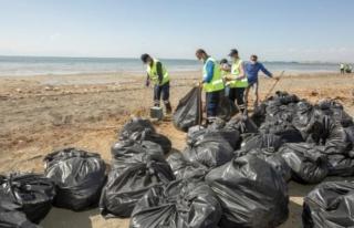 İpekyolu Belediyesi ekipleri 45 ton çöp topladı...