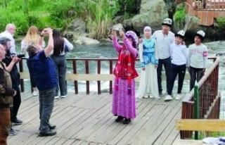 Usta fotoğrafçılar Van Balığı'nı görüntüledi