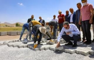 Gürpınar'da kilitli parke taşı çalışmaları
