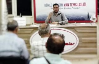 İlahiyatçı Yazar İmamoğlu, Van'daki panelde...