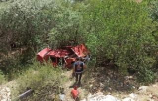 Kontrolden çıkan otomobil Botan Çayı'na uçtu:...