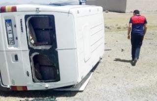 Van'da minibüs yan yattı, düzensiz göçmenler...