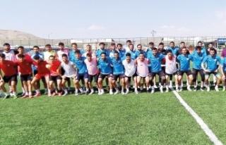 Vanspor alt yapı takımı ve Yolspor arasında dostluk...