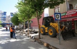Zübeyde Hanım Caddesi'nde yenileme çalışmaları...